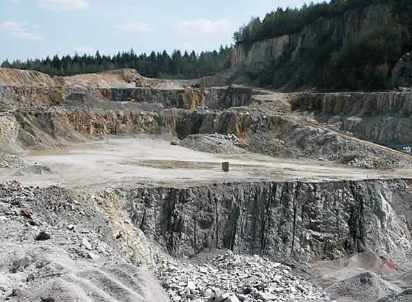Fragment kamieniołomu kambryjskich piaskowców kwarcytowych Wiśniówka