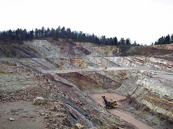 Fragment kamieniołomu dewońskich piaskowców kwarcytowych Bukowa Góra