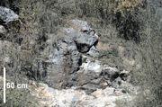 Duża powierzchnia lustra tektonicznego na północnej ścianie kamieniołomu południowego na Miedziance
